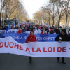 Paris: Far-right demonstrators defend 'secularism'