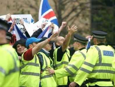 SDL in Dundee fascist salute