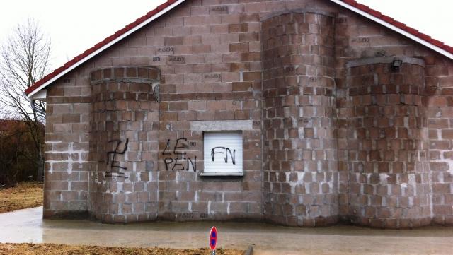 Contrexéville mosque graffiti