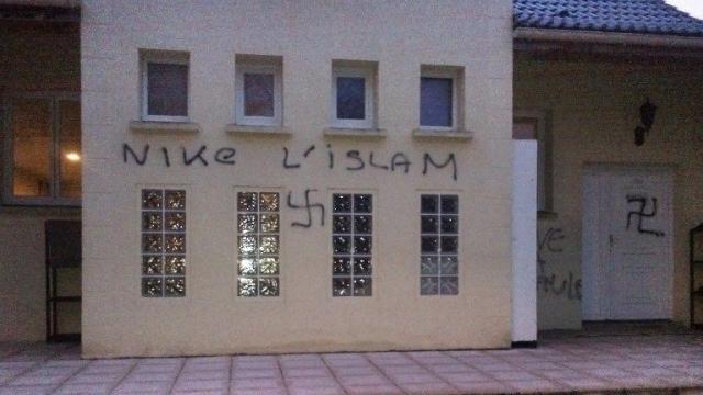 Ozoir-La-Ferriere mosque graffiti