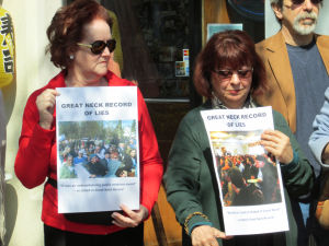 Geller supporters Great Neck protest