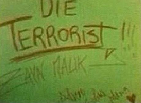 Die terrorist Zayn Malik sign