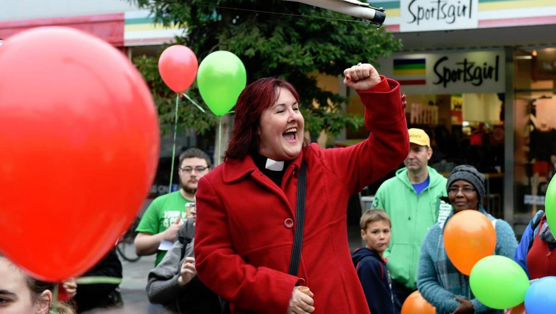 Bendigo rainbow balloon demonstation (2)
