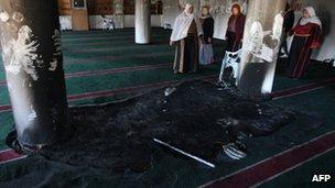 Burqa mosque arson2