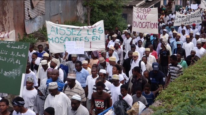 Mayotte protest against mosque desecration