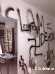 Orléans Islamophobic graffiti (2)