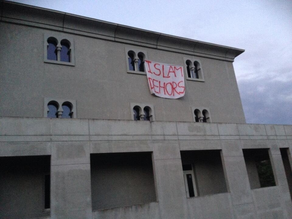 Poitiers mosque anti-Islam banner 2013