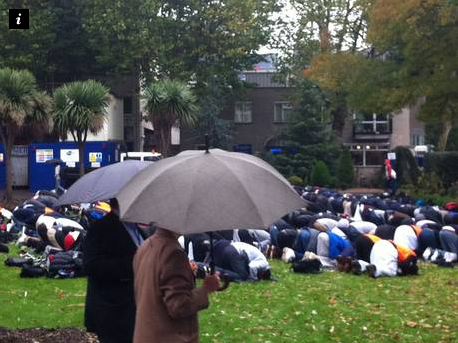 Queen Mary students pray in rain